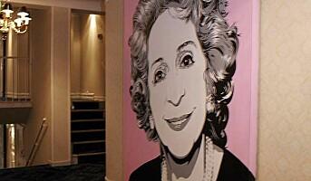 Ladies Floor - Grand Hotel