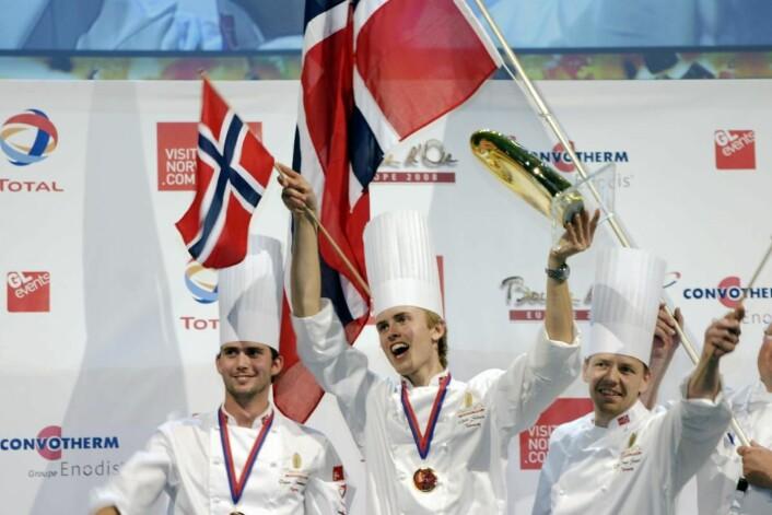 Ørjan Johannessen (fra venstre), Geir Skeie og Odd Ivar Solvold da Skeie sikret seg seieren i den første utgaven av Bocuse d'Or Europe. (Foto: Morten Holt)