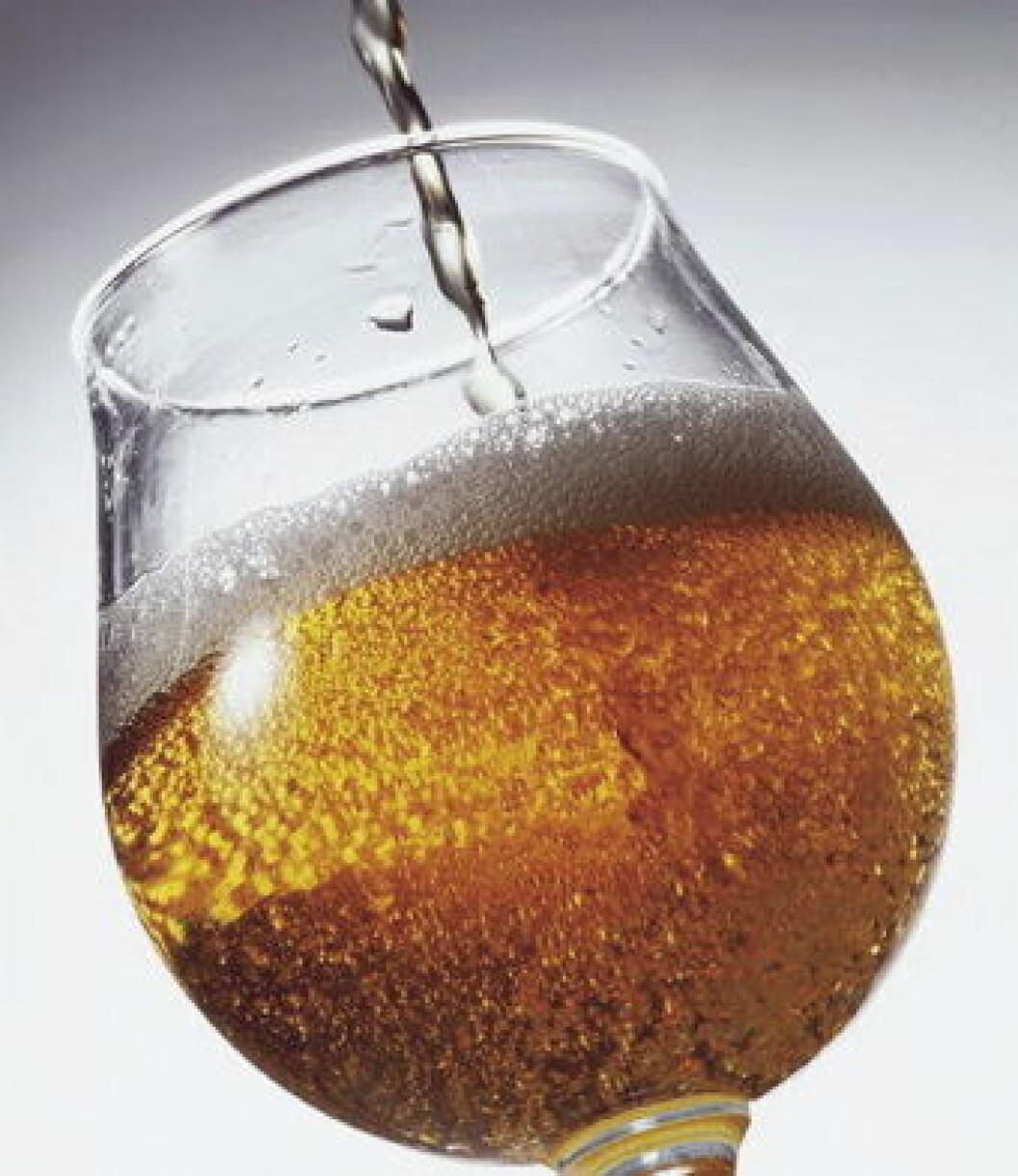 Øl i glass illustrasjon