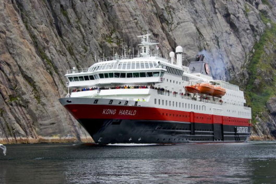 HurtigrutenKongHaraldTrollfjorden