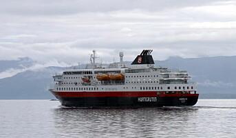 Dramatisk for Nordlys på kaia i Ålesund