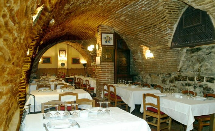 Inne i den eldste delen av restaurant El Botin. (Foto: Morten Holt)
