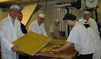 Baker 30 000 lussekatter på dugnad