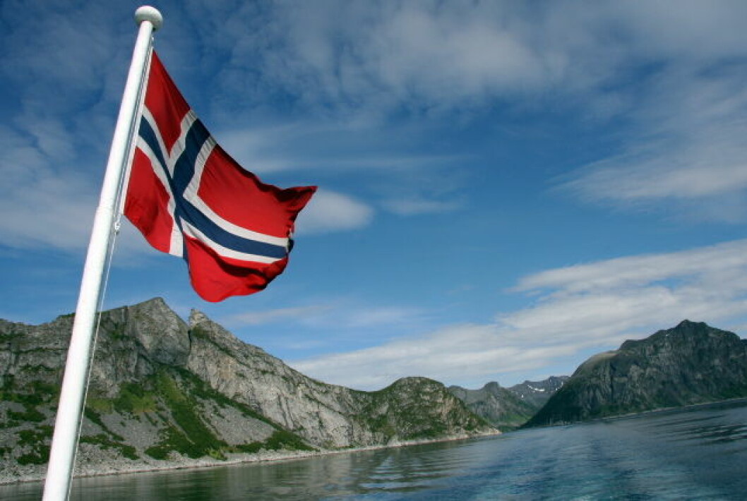 Norsk flagg natur Senja Nord-Norge turisme (6)