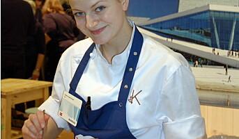 Fru K-lærling serverer røkt torsk og pultost i Berlin