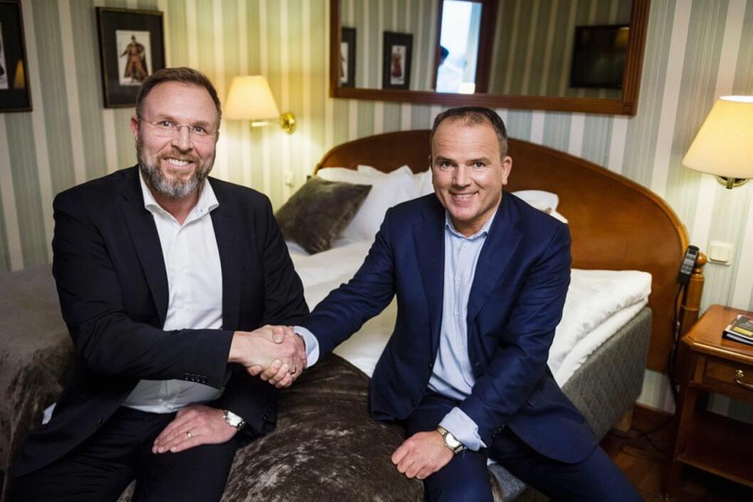 Administrerende direktør i First Hotels, Roar Ingdal (til høyre) sammen med Mattias Sörensen i YouBed.