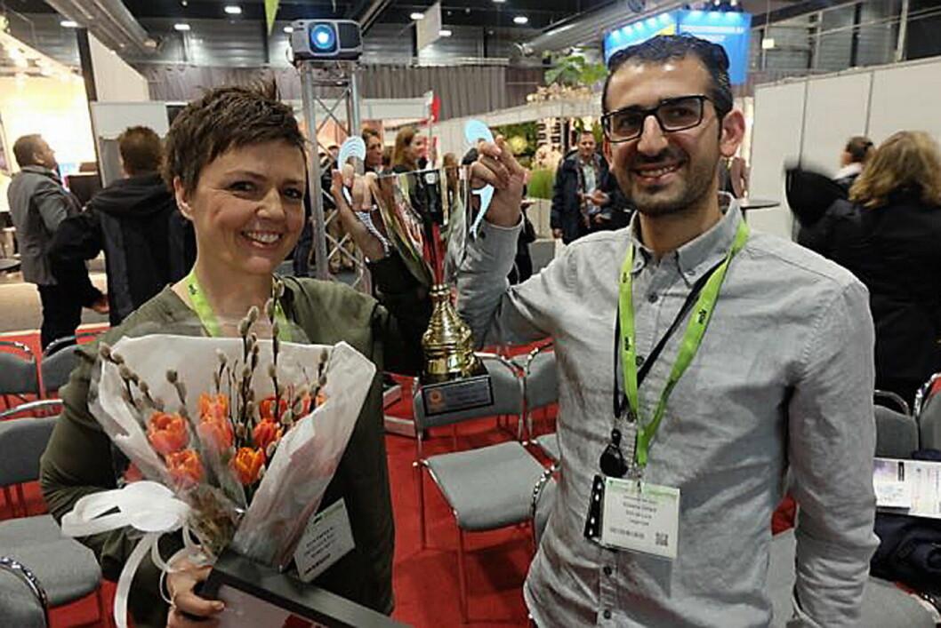 Deli de Luca vant NM i sunn fastfood 2015. Her Anne-Katrine Aa (kategorisjef for mat i Deli de Luca) og Shoana Ostadi (som driver Deli's Kitchen). (Foto: Odd Henrik Vanebo)