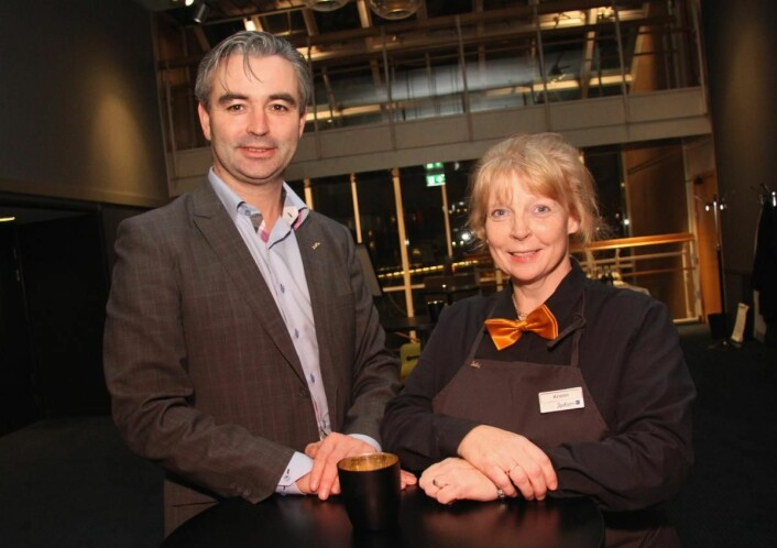 Kristin Berg (har vært på hotellet helt siden starten for 32 år siden. Her sammen med hotelldirektør Rune Nordstokke. (Foto: Morten Holt)