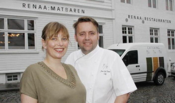 Torill og Sven Erik Renaa utenfor restaurantlokalet i Stavanger. (Arkivfoto: Morten Holt)