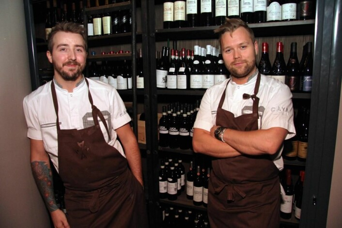 Soussjef Mats Thingstad (til venstre) og kjøkkensjef Morten Rathe. (Foto: Mortn Holt)