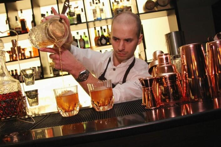 Bartender Magnus Thorseth. (Foto: Morten Holt)