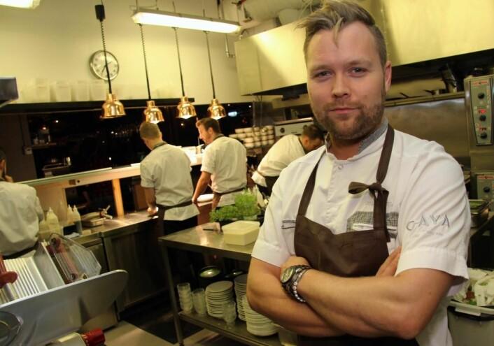 <em>Morten Rathe leder kjøkkenet på Caya. Totalt er det seks kokker på kjøkkenet, men ved behov lånes det kokker fra de andre restaurantene i konsernet. (Foto: Morten Holt)</em>