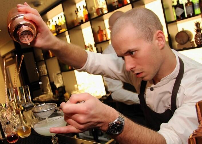 NordØsts bartender Magnus Thorseth sikret seg nylig en gjev andrepremie i en nasjonal cocktailkonkurranse. (Foto: Morten Holt)