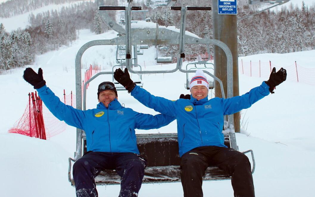 Styreleder Atle Hovi og daglig leder Rune Skoglund (t.v) i Raudalen Alpin selger stolheisen i Raudalen for 1,5 millioner. (Foto: DestinasjonsKirurgene)