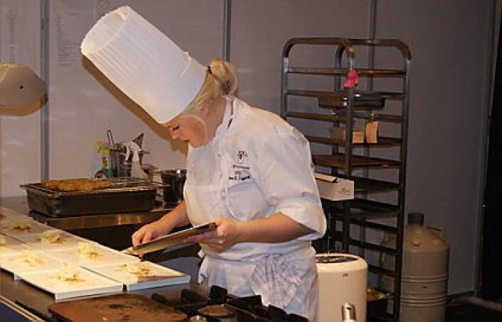 Renee B. Fagerhøi i aksjon i en tidligere utgave av NM i kokkekunst. (Foto: Morten Holt)