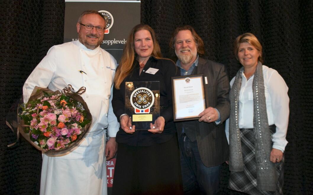 Spesialitet til Havsnø. Fra venstre kokk Bent Stiansen, Michal Bietz Øverland, Arve Øverland og administrerende direktør i Matmerk, Nina Sundqvist.