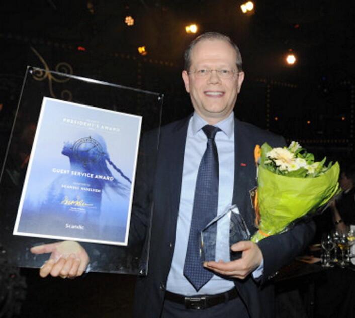 Hotelldirektør på Scandic Nidelven, Kjetil Vassdal, med den gjeve prisen.