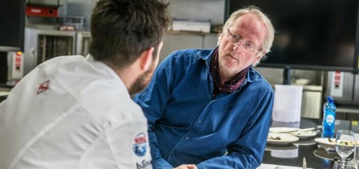 Christopher W. Davidsen får gode råd av Eyvind Hellstrøm før konkurransen. (Foto: Fredrik Ringe)