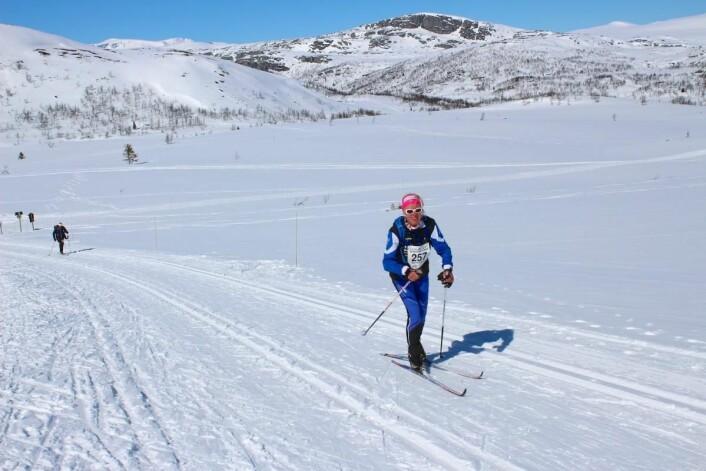 Glade skiløpere i løypa mellom Bygdin og Beitostølen. (Foto: DestinasjonsKirurgene)
