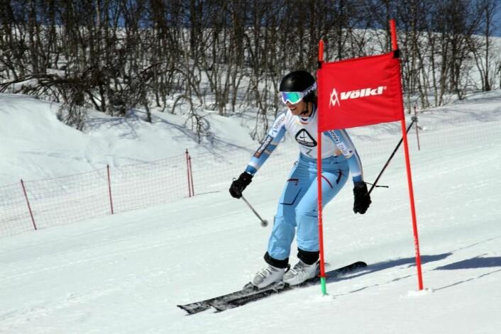 Maren Asbjørnsen i full fart i storslalåmløypa. (Foto: Heidi Fjelland)