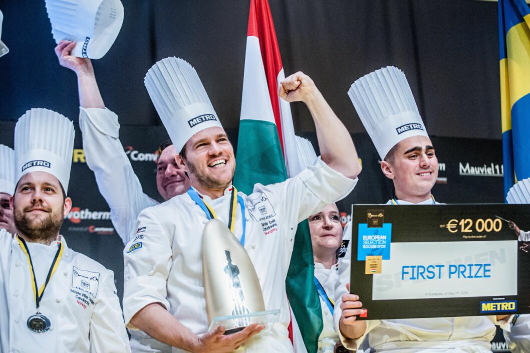 Ungarske Tamas Scéll overrasket med seier. Christopher Davidsen (til venstre) sikret norsk sølv. (Foto: Bocuse d'Or Europe, Le Fotographe)