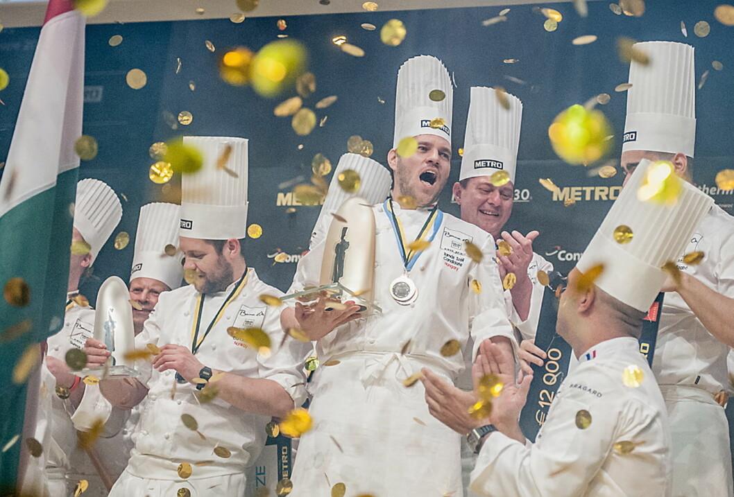 Tamas Széll vant overraskende Bocuse d'Or Europe. Norske Christopher W. Davidsen til venstre på sølvplass. (Foto: Bocuse d'Or Europe/Le Fotographe=