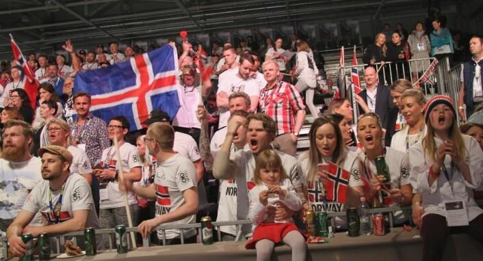 Norske fans og familie støttet opp. (Foto: Morten Holt)