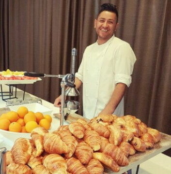 Nebih Ahmaxhekaj, ansvarlig frokostkokk på Scandic Oslo Airport. (Foto: Scandic)