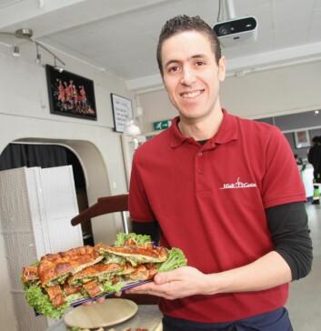 <em>Kjøkkensjef Rachid Imzouagh trives når han kan servere sine norske gjester tradisjonell marokkansk mat. (Foto: Morten Holt)</em>