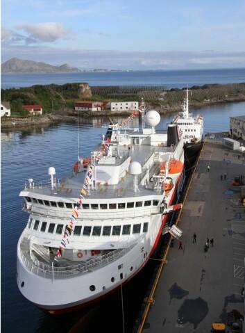 6. juli blir det ikke bare to, men tre skip samtidig i Svolvær havn. MS Spitsbergen vil følge MS Lofoten på norskekysten denne sommeren. (Foto: Morten Holt)