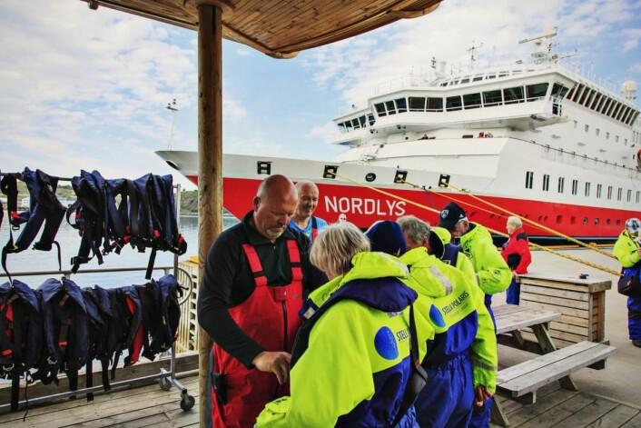 Ut på rib-safari med Hurtigruten.