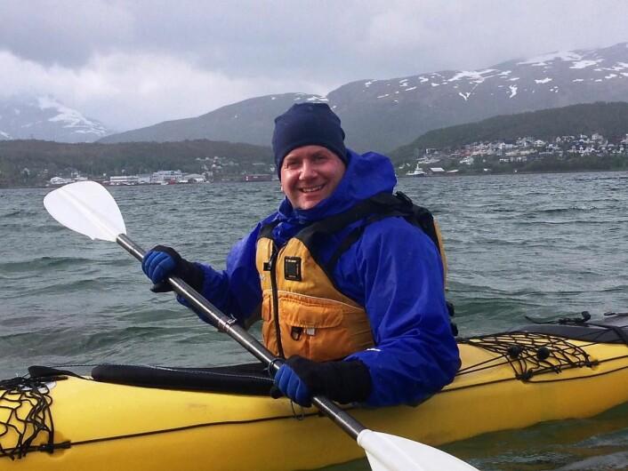 Konsernsjef i Hurtigruten, Daniel Skjeldam, i en noe mindre farkost enn det han daglig styrer over. (Foto: Øystein Knoph)