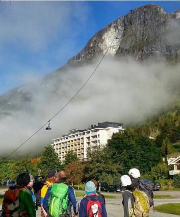 Pendelbanen vil gå over taket på Hotel Alexandra. (Foto/illustrasjon: Hoven Loen)