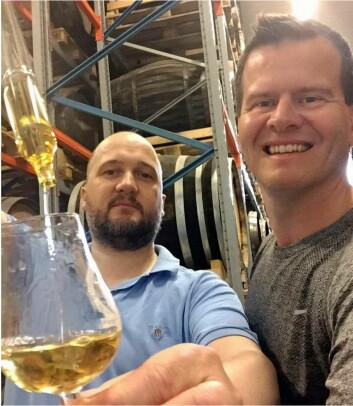 Jon Bertelsen, som nylig ble ansatt hos Det Norske Brenneri, sammen med Svein Jæger Hansen.