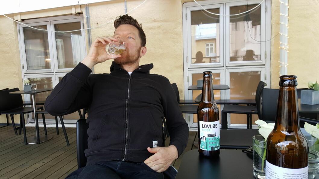Gründer Jostein Magnussen nyter Lovløs Cider. (Foto: Privat)