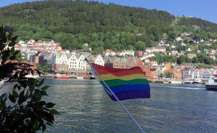 Det er regnbuedager i Bergen om dagen. Det velger Clarion-hotellene i byen å markere, her fra Clarion Hotel Admiral. (Foto: Nordic Choice Hotels)