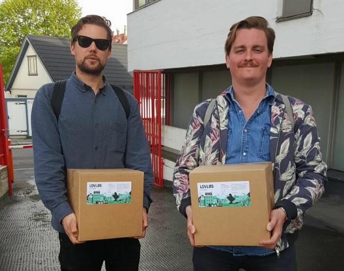 Ut å selge Lovløs Cider. (Foto: Privat)