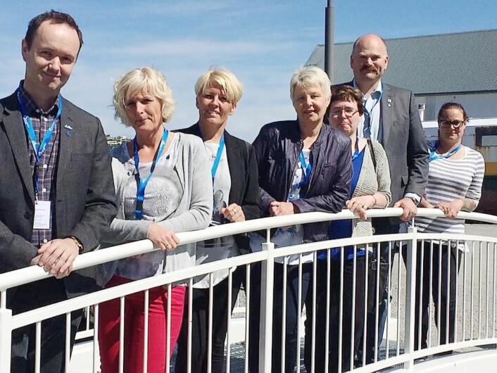 Arnt R. Steffensen (til venstre) sammen med det nye landsstyret i Kost- og ernæringsforbunder. (Foto: Elisabeth Strøm, Kjøkkenskriveren)