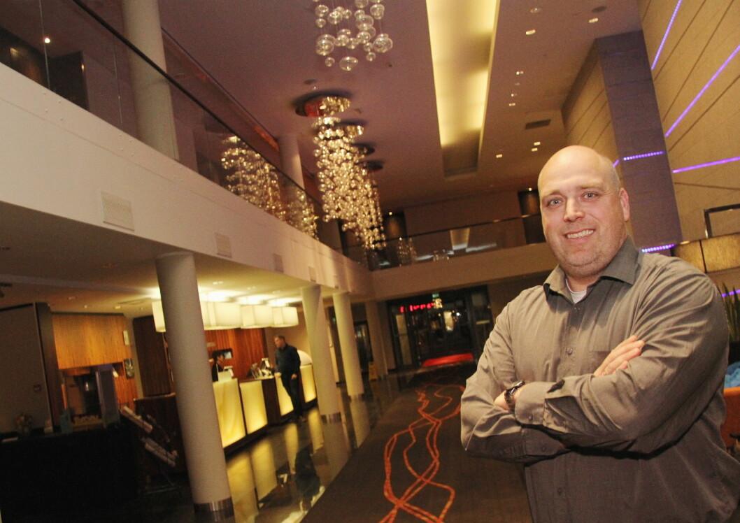 Kenneth Reinaas er hotellsjef på Quality Hotel Fredrikstad. Sommersesongen er «gullsesongen» for hotellet. (Foto: Morten Holt)