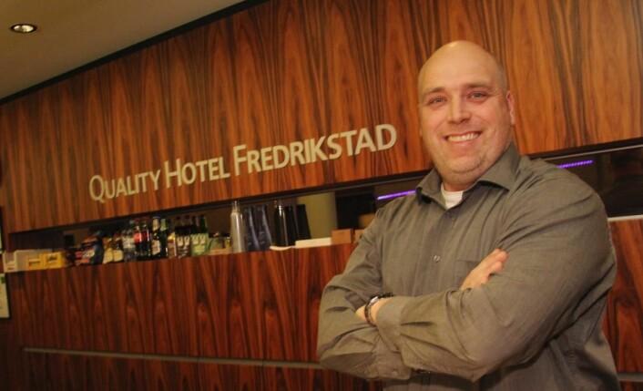– Fredrikstad er en sommerby. Det drar vi nytte av, sier hotellsjef Kenneth Reinaas. (Foto: Morten Holt)