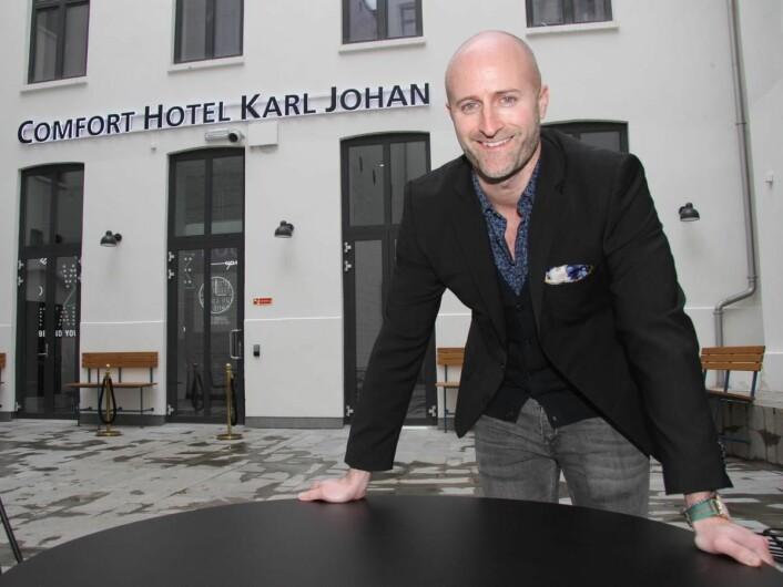 <em>– Dette er hotellet for folk i alle aldre som er unge til sinns, sier Robert Holan, som er hotelldirektør for nyåpnede Comfort Hotel Karl Johan. (Foto: Morten Holt)</em>