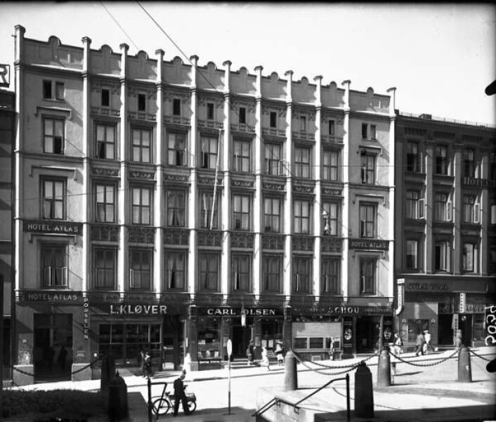 Hotel Atlas holdt til i de samme lokalene. Det ble åpnet i 1920. Her var det hotelldrift helt frem til 1970-tallet. Nå er det igjen hotell i bygårdene. (Foto: Arkiv)