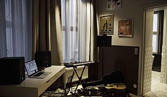 Lag musikk fra hotellsengen