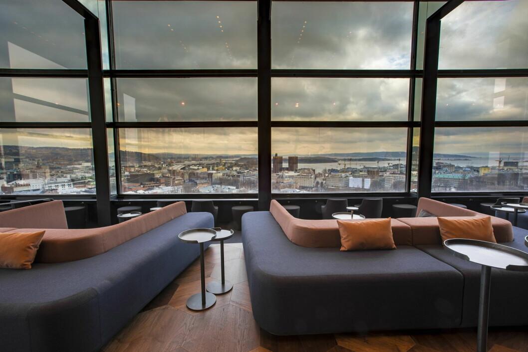 Snøhetta har designet nye Summit Bar som gir  gjestene spektakulær utsikt over Oslo.