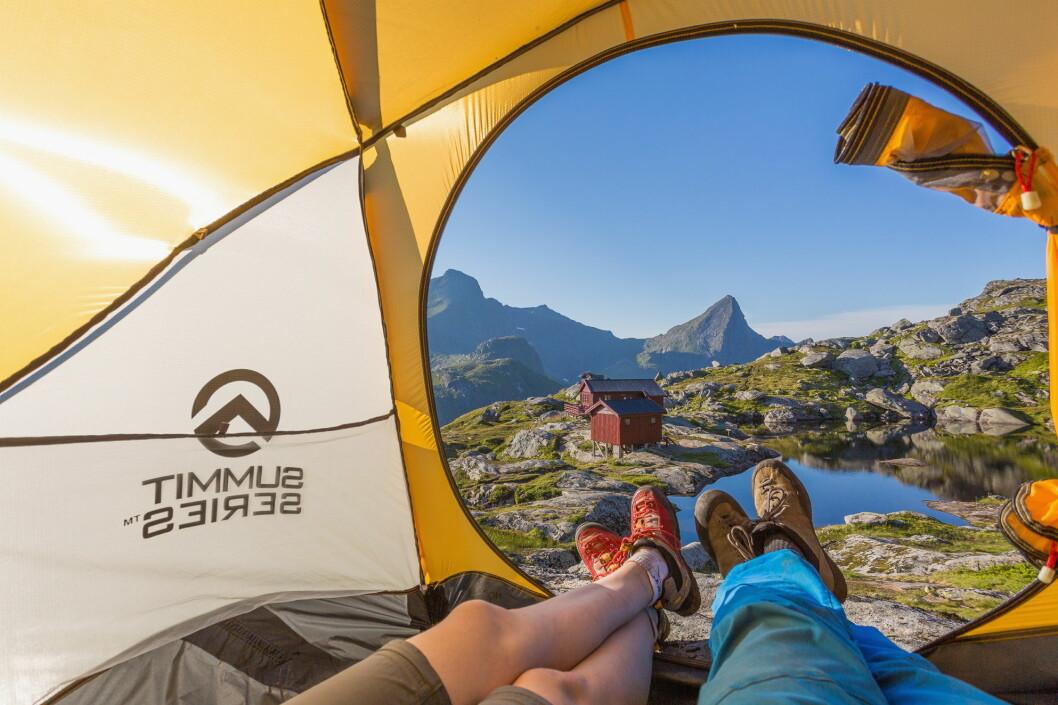 Camping ved Munkebu i Lofoten. (Foto: Alex Conu/Visitnorway.com)