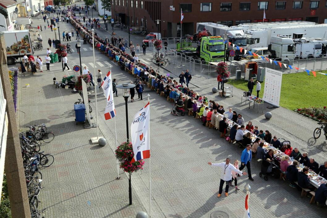 Verdens lengste frokostbord målte 536,2 meter. (Foto: Scandic Hotels)