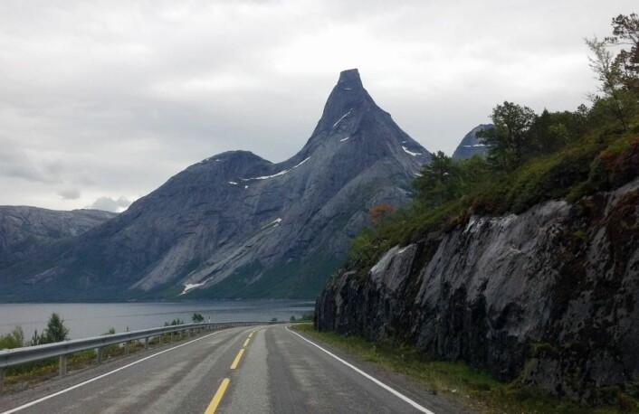 Norges nasjonalfjell, Stetind, ligger bare en kort kjøretur fra Stetind Hotell i Kjøpsvik. (Foto: Morten Holt)