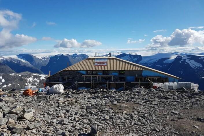 Det nye bygget tar form. Utsikten er upåklagelig fra Skåla. (Foto: Johnny Bjørge, Bergen og Hordaland Turlag)