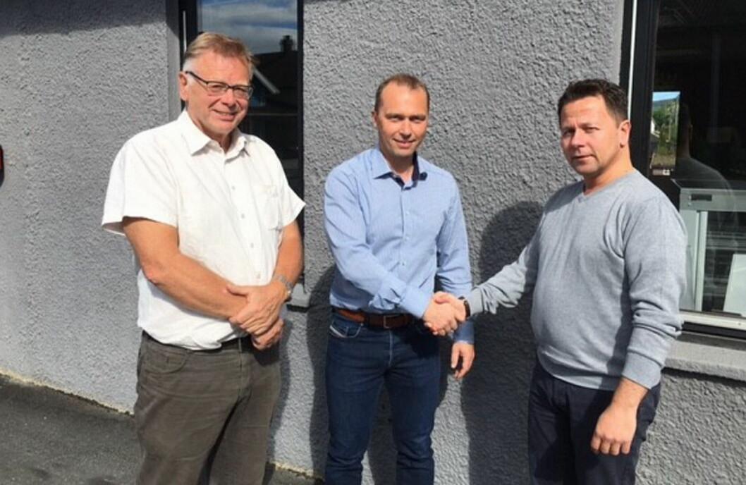 Joe Harald Strand (til høyre) er 1. september i gang som daglig leder for BFSN. Til venstre avtroppende leder Arne Dalseng og i midten styreleder Brede Hemma.  (Foto: BFSN)