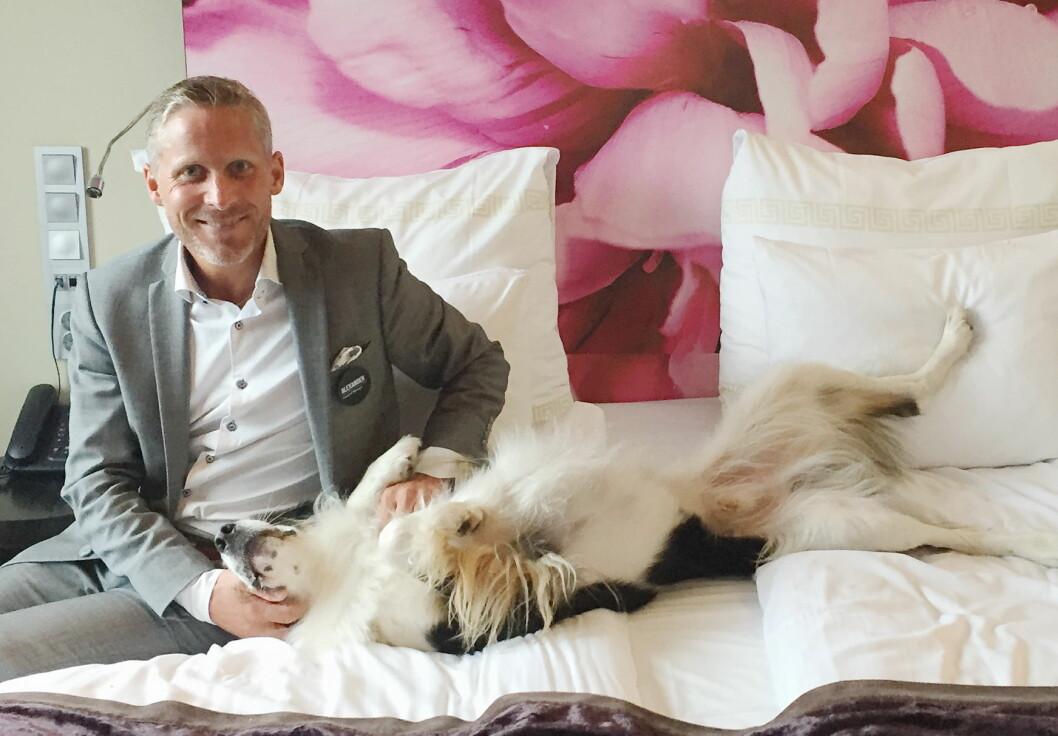 Hotelldirektør Alexander Grieg på Clarion Hotel Bergen Airport, forteller at hotellet blir tilrettelagt for hunder nyttårsaften. (Foto: Clarion Hotel Bergen Airport)